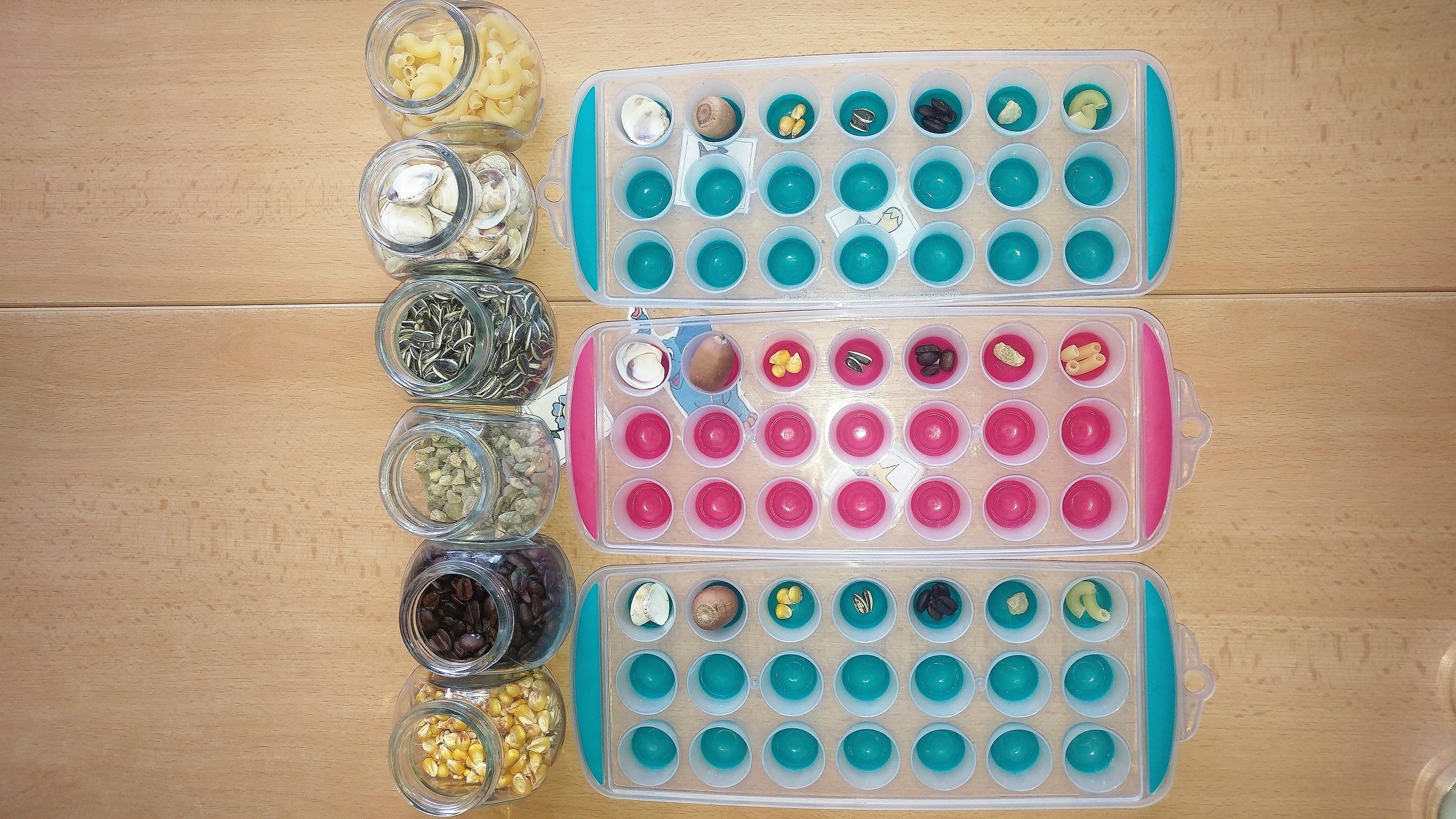 Hra rozvíjejí matematické dovednosti s pomocí tvořítka na led a přírodnin_3. Učitelka připravila 1. řádek. Zdroj Archiv Vladimíry Tomíkové