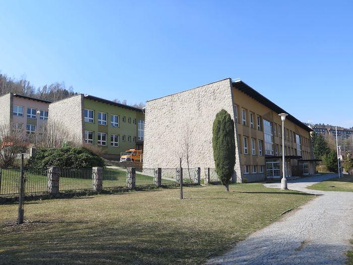 Obr. 2_ Základní škola ve Velkých Hamrech