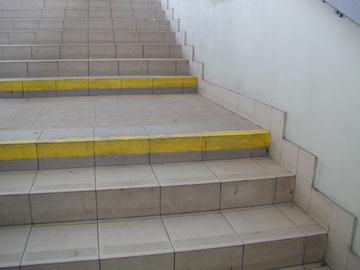 8 - hrany schodů